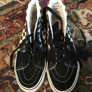 hi top checkers black and white vans